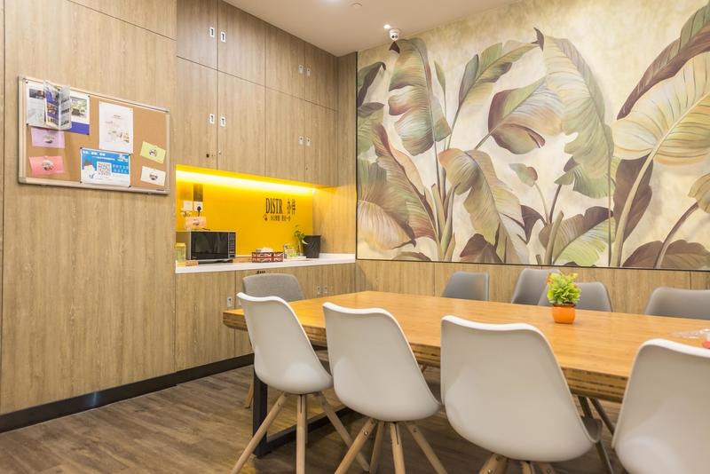 携程网络技术大楼Distrii办伴中会议室.jpg